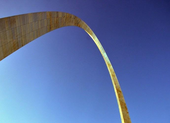 Gateway arch by Eero Saarinen