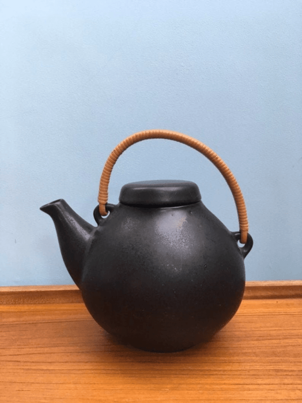 Large teapot Arabia Finlandia by Ulla Procope