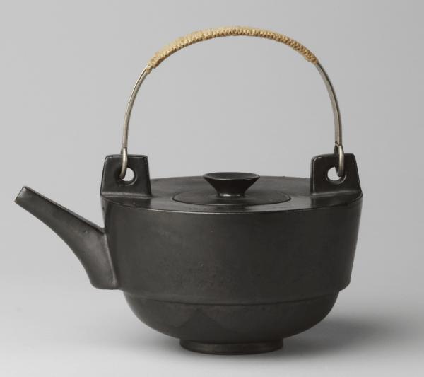 Teapot 1923 by Theodor Bogler