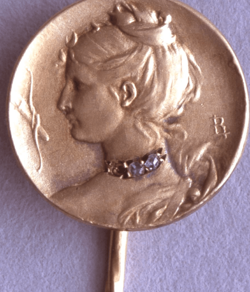 Gold cravat-pin with a medallion struck in gold with a profile of Diana with a crescent, bow & arrow to the left by Louis Armand Rault