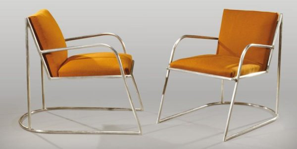 Pair of modernist armchairs with curved and nickel-plated tubular metal frame enclosing a seat and a back in brown fabrics. By Marcel Guillemard