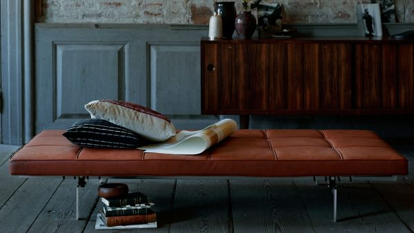 PK80™ - In an ongoing attempt to unite the sublime with the absolutely necessary, Poul Kjærholm designed the PK80™ daybed.