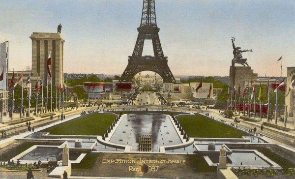 Exposition Internationale des Arts et Techniques dans la Vie Moderne (Paris-1937) ; le pavillon de l'Allemagne.