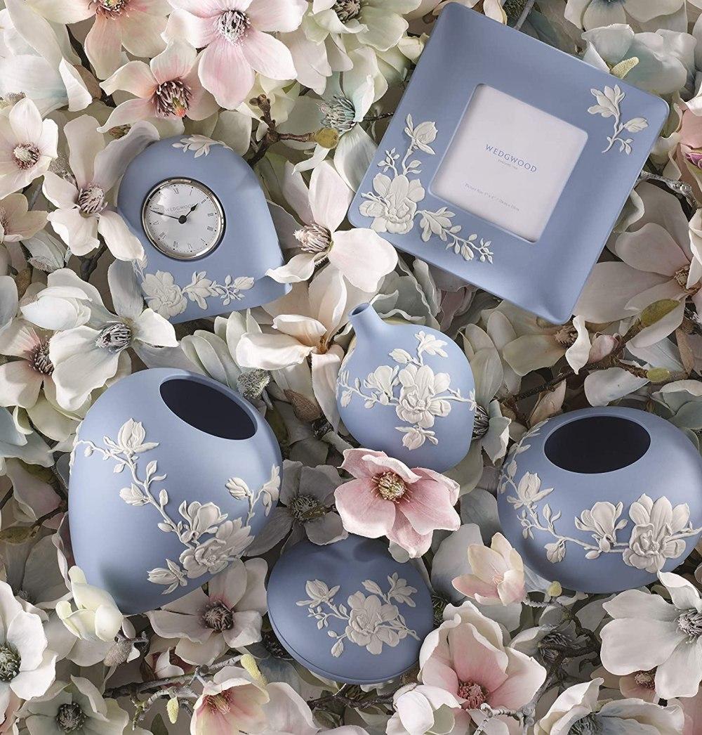 """Wedgwood Magnolia Blossom Bud Vase 5"""", 5"""", Blue and White"""