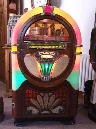 Jukebox Designs Restored Wurlitzer model 750