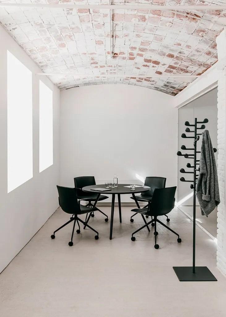 Arper CatifaUp chair