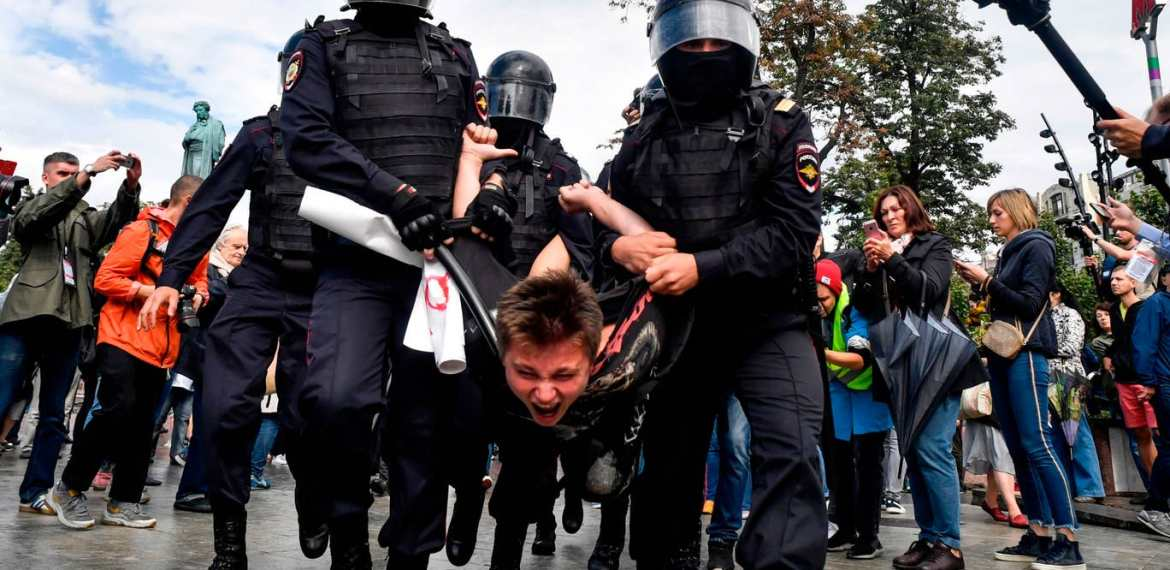 Moscow protests: More than 300 anti-Putin demonstrators arrested in Russia