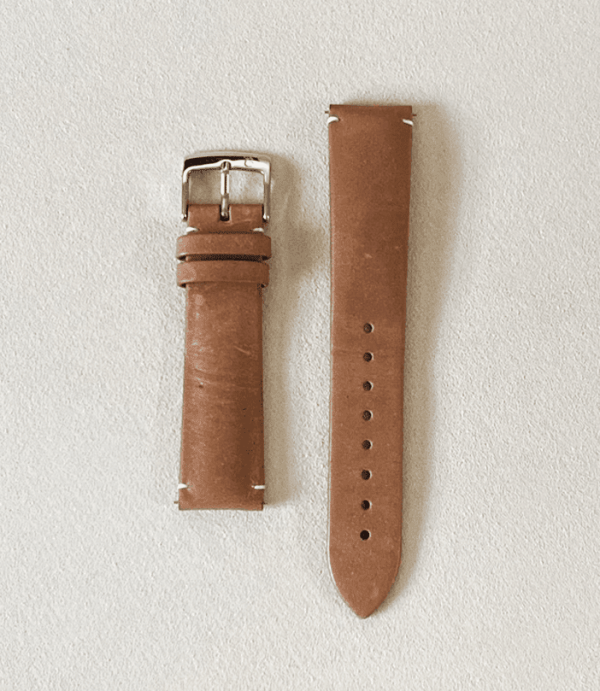 Genuine calf leather, vegetable tanned khaki featuring a tongue buckle and quick release pin
