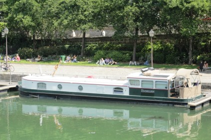 Endellion at the Port de l'Arsenal in Paris - a very popular spot for picnics.