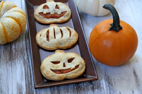 Halloween inspired pumpkin pie pop tarts