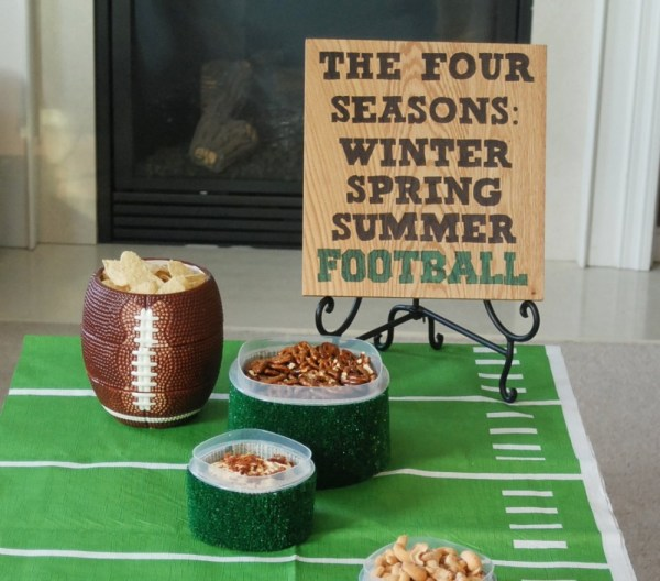Use Sharpie Markers to make an awesome wooden sign for the big game! #RubbermaidSharpie #PMedia #ad