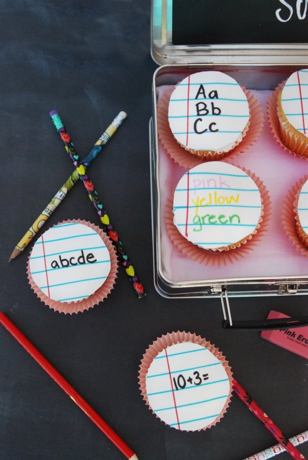 These notebook cupcakes are the cutest! They'd be perfect for a first-day-of-school treat. And, they're really easy to make!