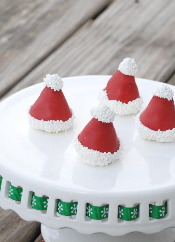 These Santa Hat Oreo Cookie Balls are super easy to make, and could not be cuter. I love these for a fun Christmas treat! #OreoCookieBalls #ad