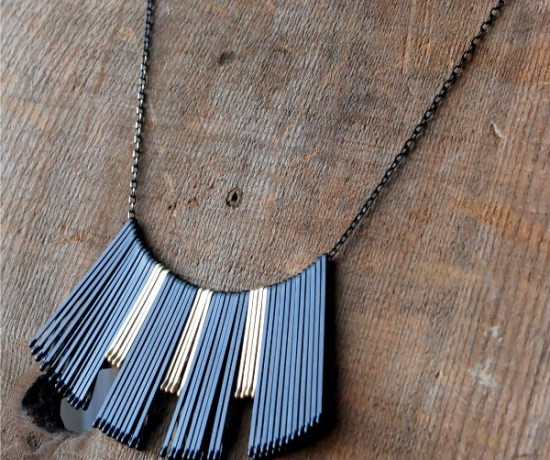 Make this gorgeous necklace in about 5 minutes with just a simple chain and bobby pins!