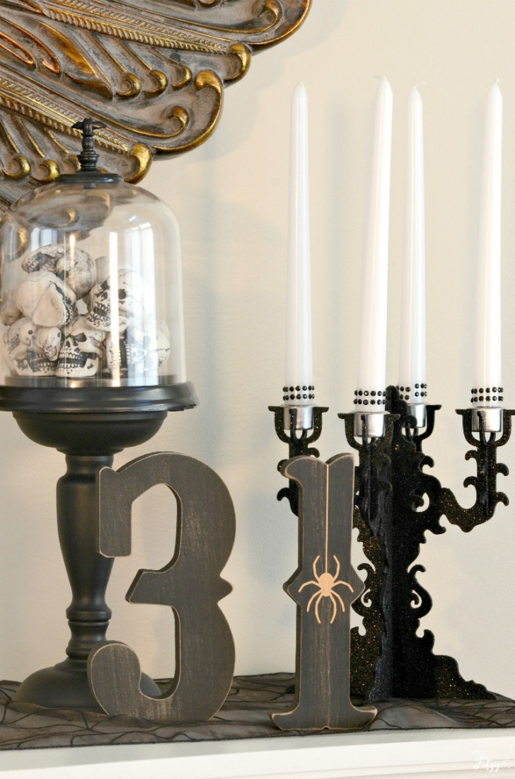 Halloween decor doesn't always have to be traditional orange and black. I love this simple yet elegant mantel!