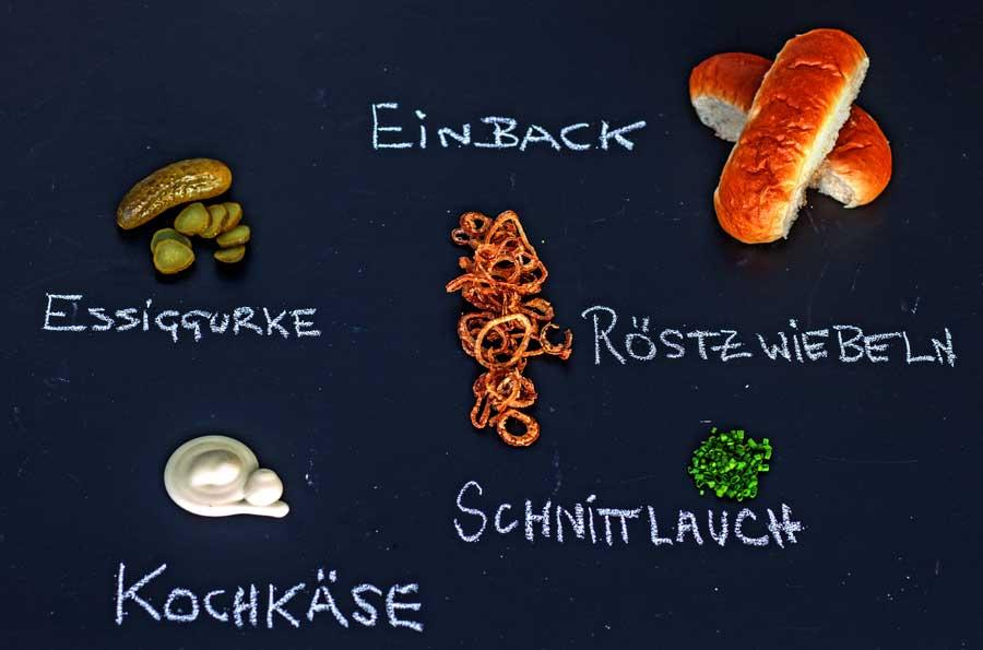 Die Toppings für den Beckenrand Hotdog aus dem Odenwald mit Kochkäse
