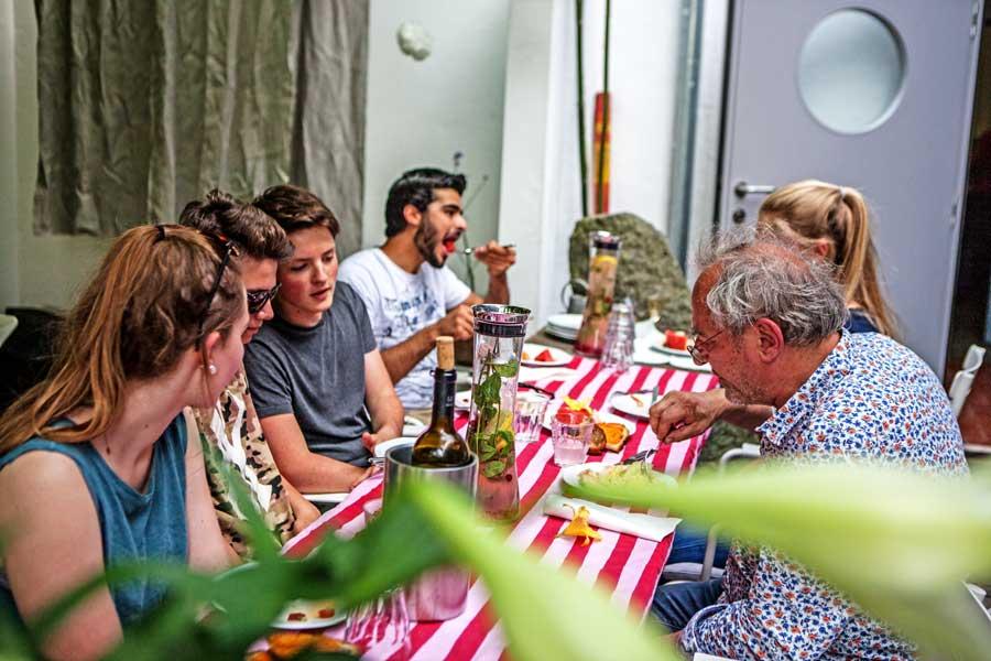 gemeinsames Essen im restaurant Goldene Nudel in Ober-Ramstadt