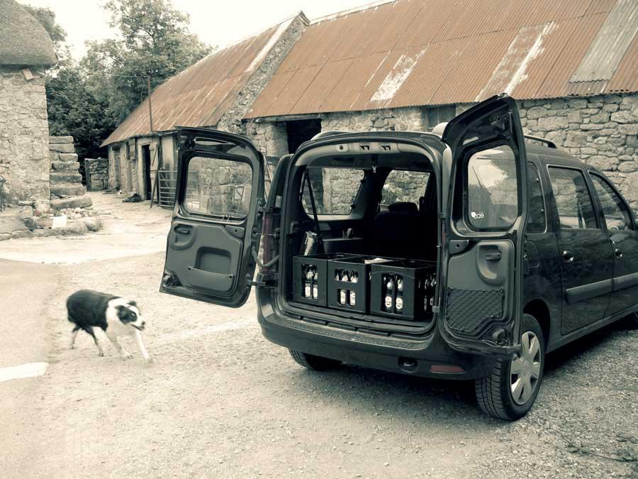 Ankunft von Amber, Basalt und Flint aus der Weschnitztaler Braumanufaktur in Dartmoor