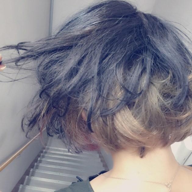 髪の毛をめくったら、こんな事に。インナーカラーは2色使い!!