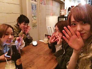 スタッフ4人で美味しいカレ〜〜(●´ڡ`●)