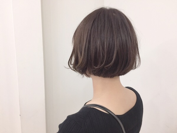 首が長く見えるヘアスタイル!小顔効果も狙えます!