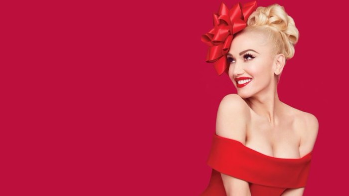 Gwen-Stefani-You-Make-It-Feel-Like-Christmas-2017-duet-800x445