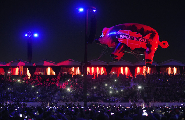 pink-floy-pig-roger-waters-roma-lucca-foto.jpg
