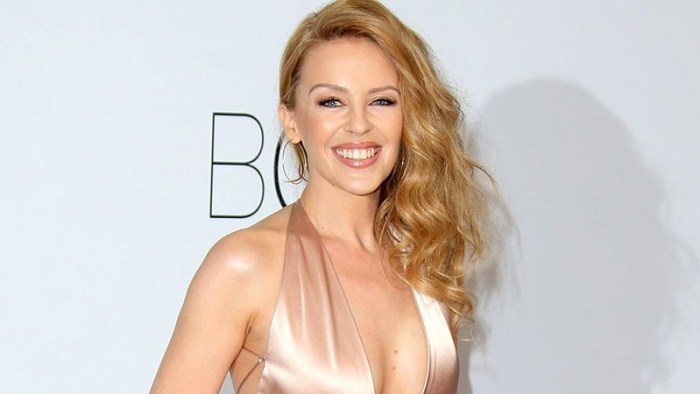 Kylie-Minogue-dancing-golden-album-canzone-end-of-a-century-foto
