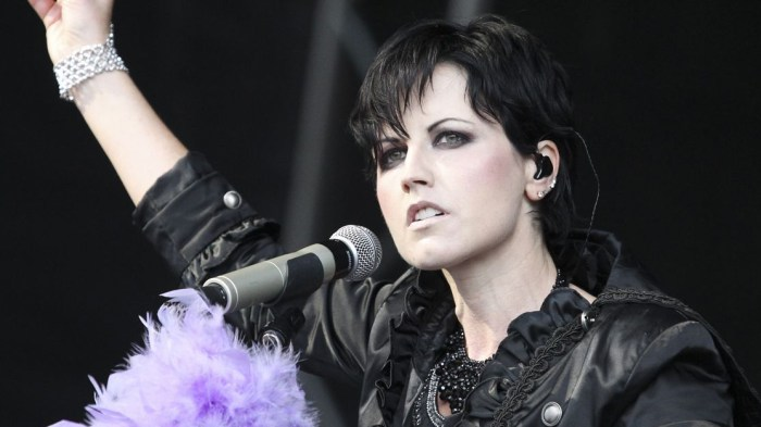dolores-o-riordan-the-cranberries-musica-messaggi-foto