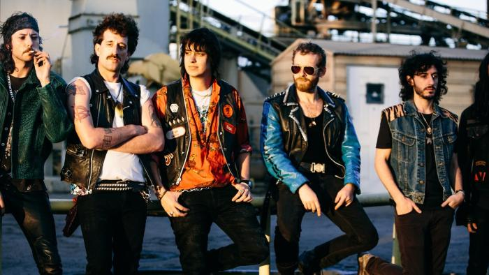 julian-casablancas-the-voidz-album-uscita-2018-end-of-a-century-foto.jpg