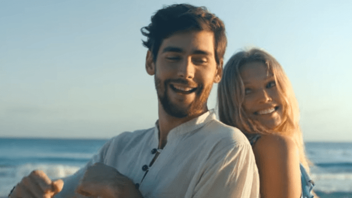 alvaro-soler-la-cintura-video-end-of-a-century-foto