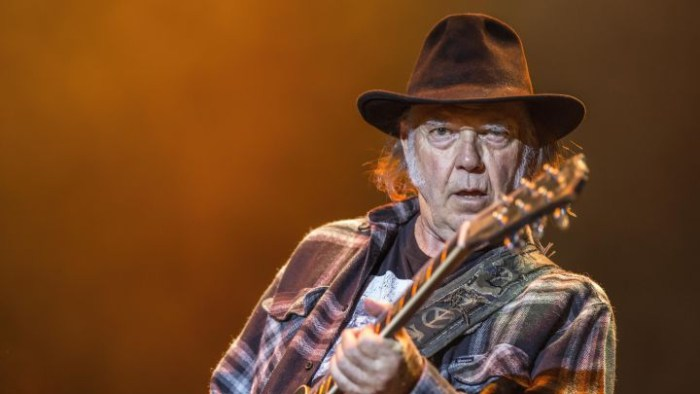 neil-young-film-colonna-sonora-paradox-foto
