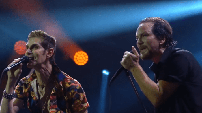 pearl-jam-perry-farrell-mountain-song-video-end-of-a-century-foto