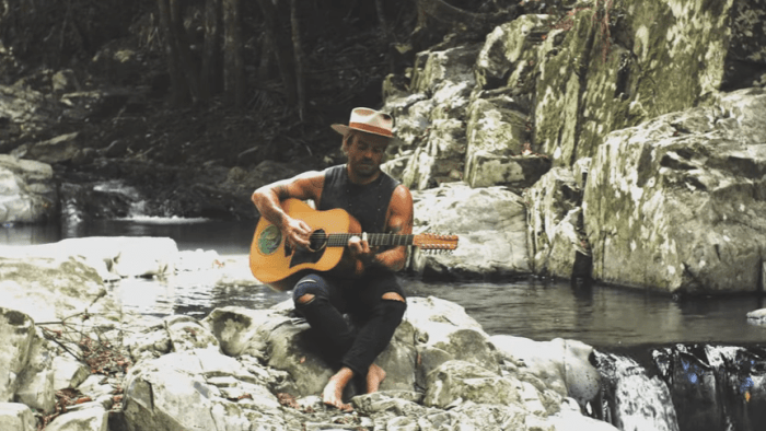 xavier-rudd-walk-away-video-end-of-a-century-foto