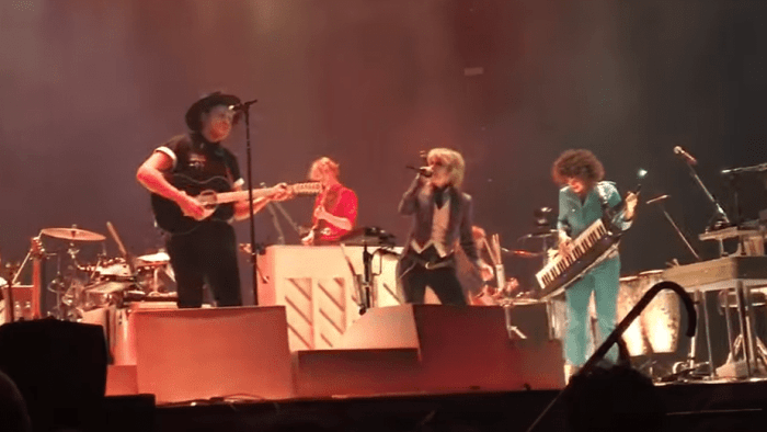 arcade-fire-chrissie-hynde-pretenders-dont-get-me-wrong-video-live-londra-end-of-a-century-foto