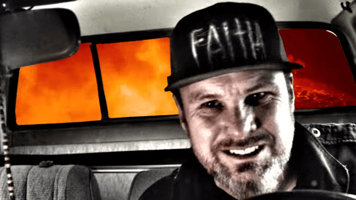 jeff-ament-safe-in-the-car-video-end-of-a-century-foto