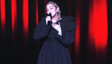 "Madonna dal vivo al MET Gala di New York canta ""Beautiful Game"", ""Like A Prayer"" e ""Hallelujah"" di Leonard Cohen"
