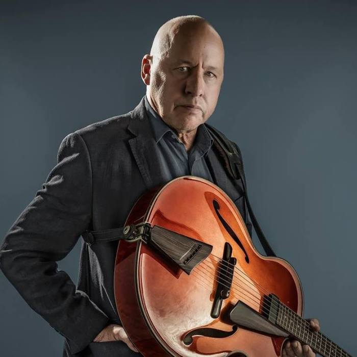 "Mark Knopfler pubblicherà il 16 novembre il nuovo album ""Down The Road Wherever"""