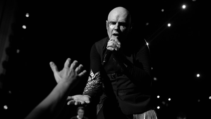 "The Smashing Pumpkins esce il 16 novembre il nuovo album ""Shiny and Oh So Bright Vol. 1"", il nuovo singolo è ""Silvery Sometimes (Ghosts)"""