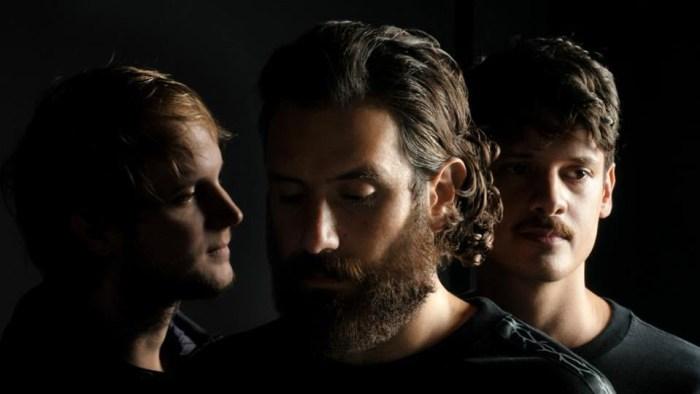 """I Thegiornalisti di Tommaso Paradiso sono tornati con il nuovo e quinto album """"Love"""" contenente i singoli """"Questa Nostra Stupida Canzone D'Amore"""", """"Felicità Puttana"""" e """"New York"""""""