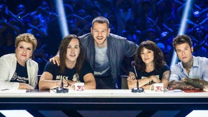 X Factor Itlaia 12 giudici Mara Maionchi, Manuel Agnelli, Fedez e Asia Argento con Alessandro Cattelan