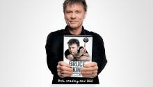 Bruce Dickinson degli Iron Maiden presenta la sua autobiografia in un reading a Milano