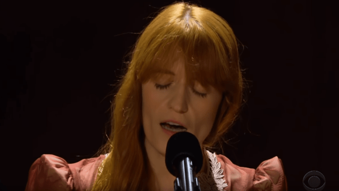 """Florence and the Machine suonano """"Patricia"""" al The Late Show With James Corden"""