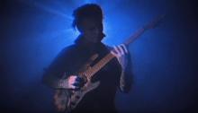"""Il chitarrista metal Jason Richardson suona il tema colonna sonora di """"Halloween"""" vestito come Michael Myers"""