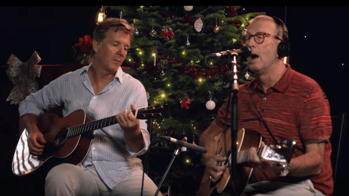 "Eric Clapton ha reinterpretato il singolo natalizio ""White Christmas"