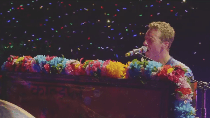 """I Coldplay pubblicano il video """"Live In Sao Paulo"""" di """"Paradise"""""""