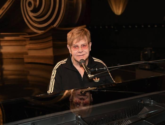 """Sir Elton John ha pubblicato la cover di Khalid e il suo classico """"Bennie And The Jets"""" per Spotify"""