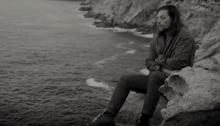 """Enrico Nigiotti è in gara a Sanremo 2019 con """"Nonno Hollywood"""",m nel video i paesaggi dell'Isola del Giglio"""