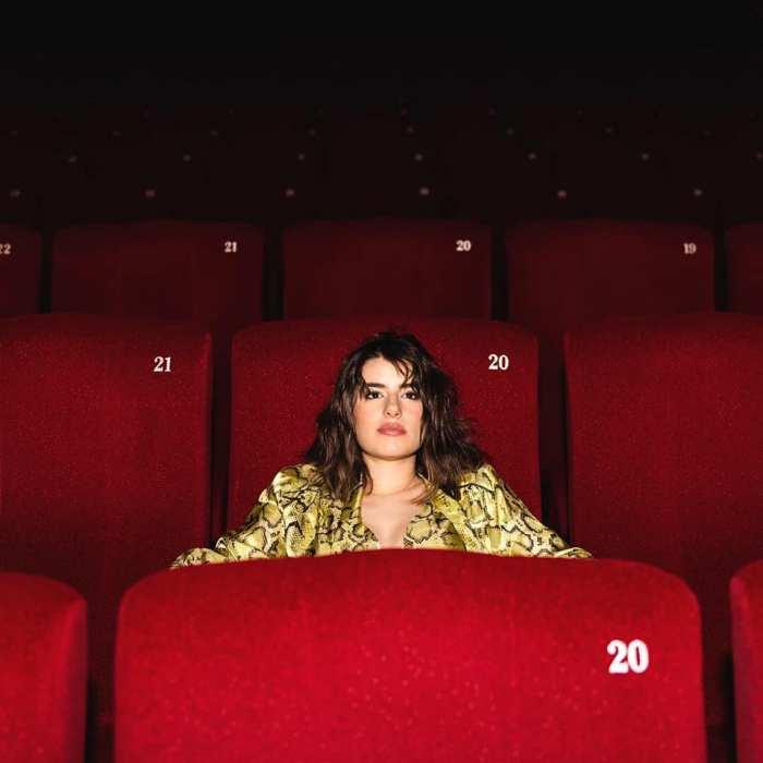 """Federica Carta è tornata con il nuovo album """"Popcorn"""" contenente il brano """"Senza Farlo Apposta"""" presentato a Sanremo 2019 insieme a Shade"""