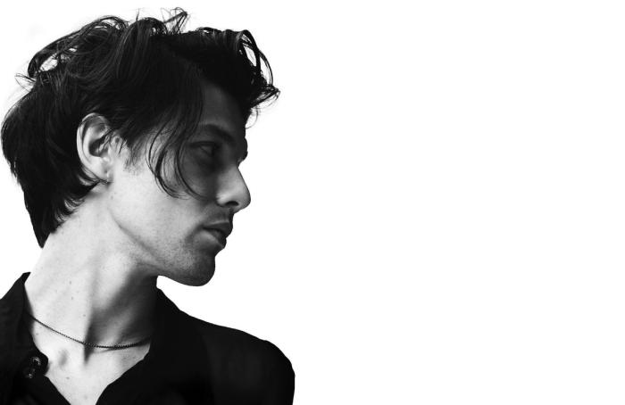 """James Bay pubblica la nuova canzone """"Peer Pressure"""" feat. Julia Michaels"""